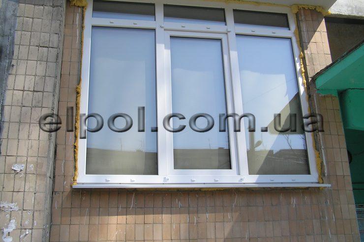 Окно в многоэтажке