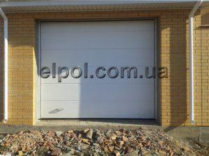 секционные ворота и откатные в фасаде