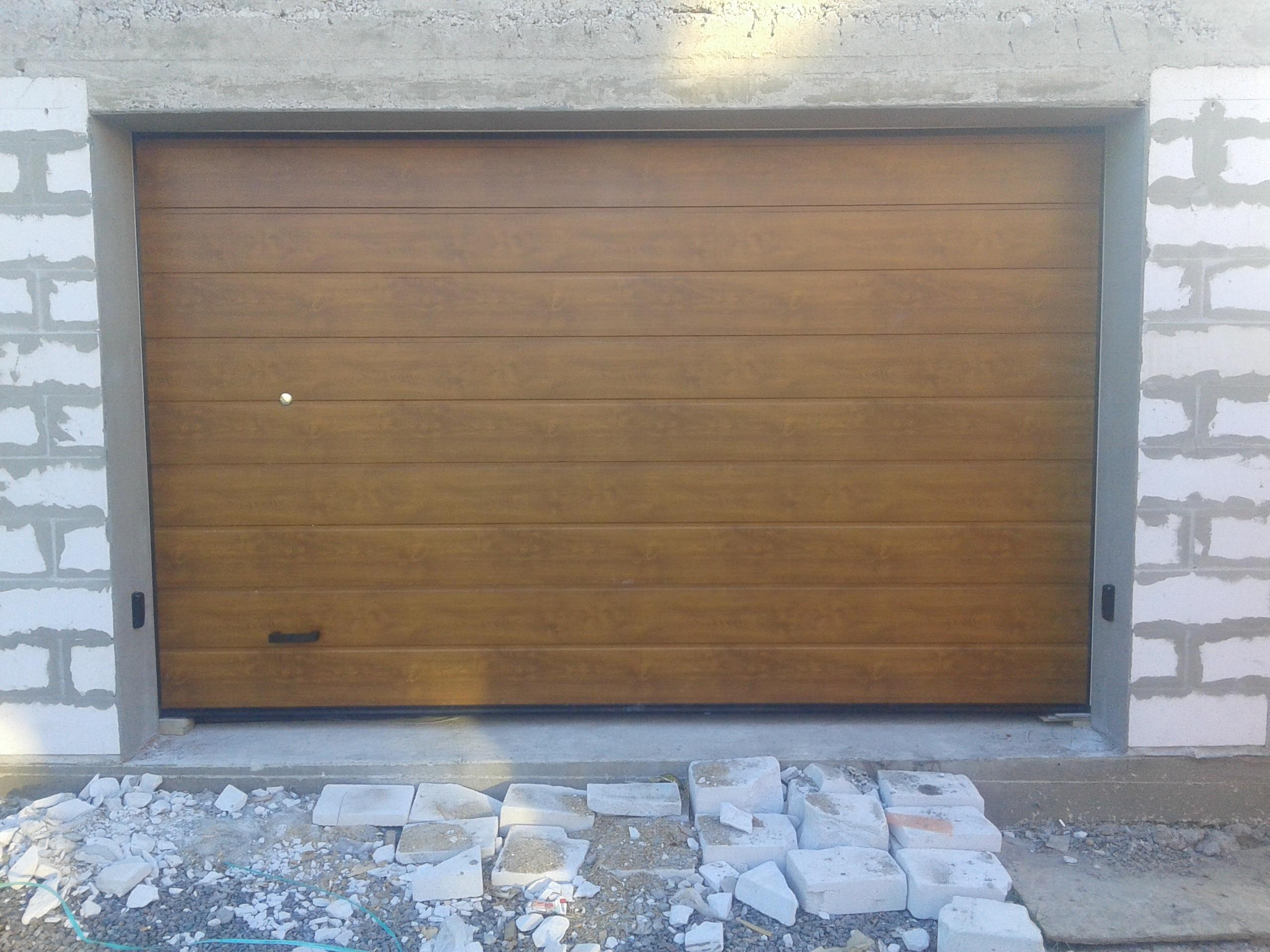 секционные гаражные ворота, полотно М-гофр, золотой дуб, автоматические с устройством внешней разблокировки